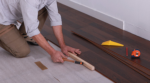 Poseur de plancher de bois franc et de plancher flottant à Laval - Planchers Premier Choix à Laval